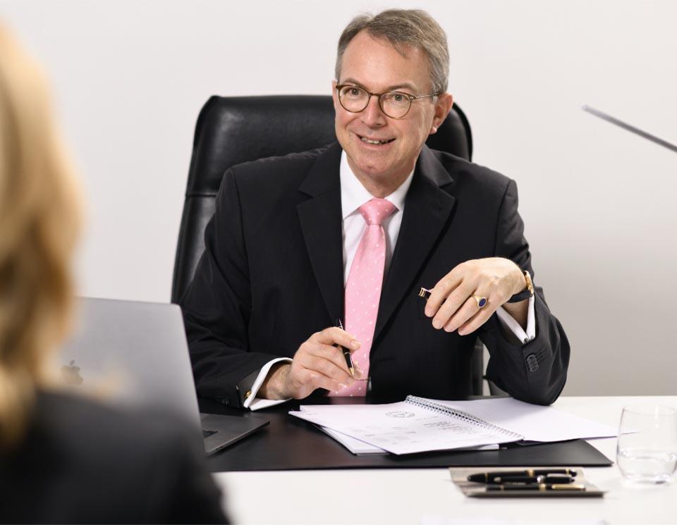 Dr. Beckmann im Gespräch RGT M&A, Unternehmensbewertung, Due Diligence, Vertragsgestaltung